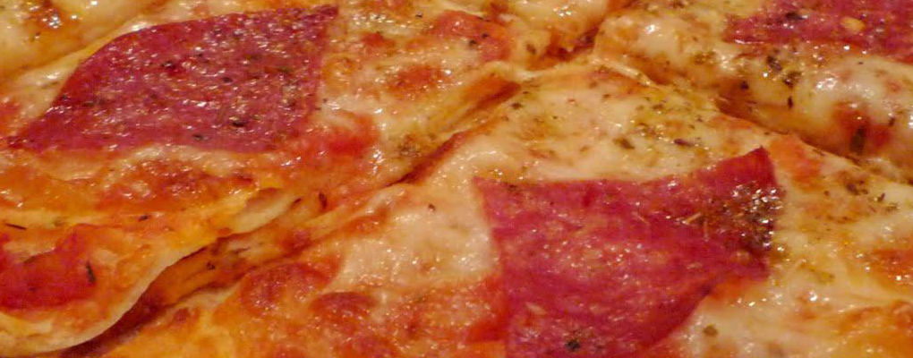 Pizza Salame with tomatoes, cheese and salami